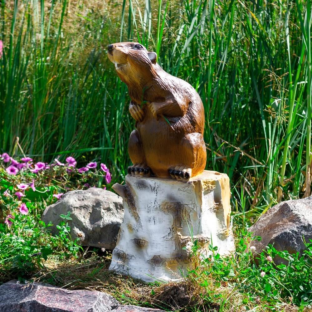 Садовая фигура бобер на пне