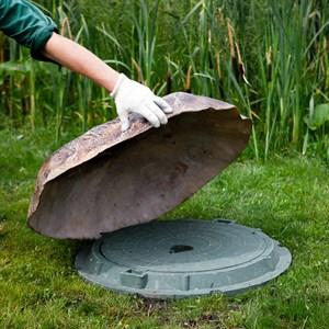 Крышка люка камень F03135