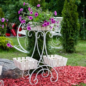 Кованая цветочница