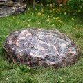 Декоративная крышка на люк в виде камня